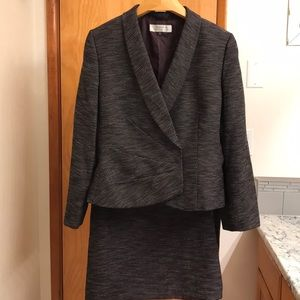 Women's Suit Size 16 NWT